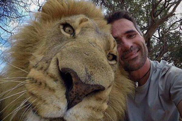 getting-a-good-selfie-with-an-animal-is-an-art-20-photos-19-e1422549416224-L
