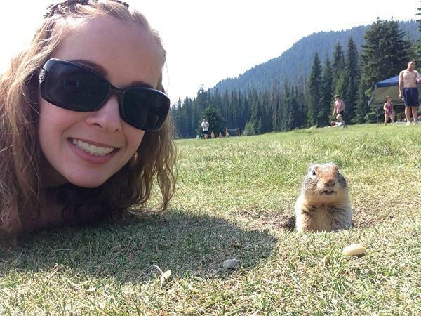 getting-a-good-selfie-with-an-animal-is-an-art-20-photos-5-L