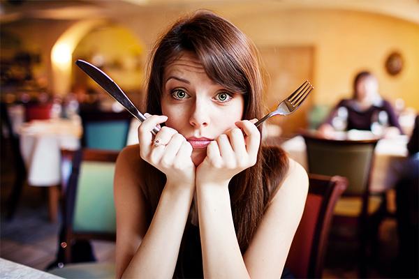 manger-au-restaurant_article