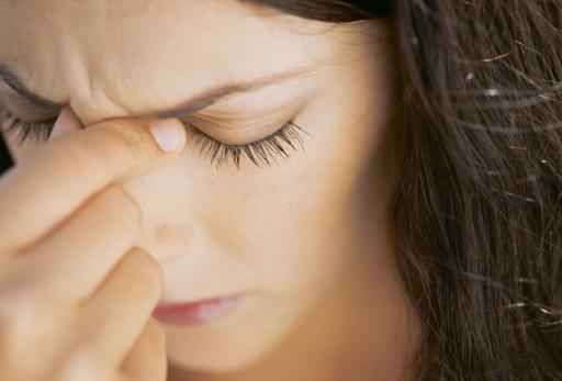 sante-femme-malade-migraine-menopause