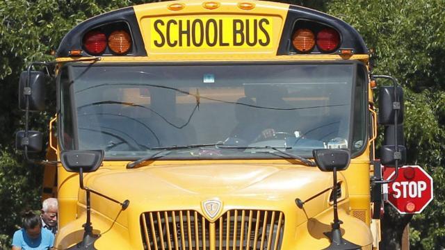 etats-unis.quand-la-cia-oublie-des-explosifs...dans-un-bus-scolaire