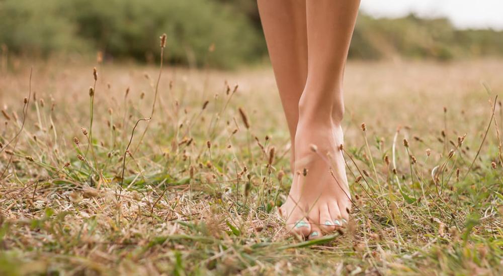 8_raisons_de_marcher_pieds_nus_5_minutes_par_jour_0