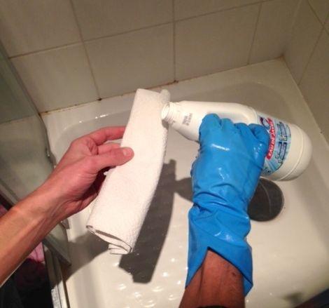 Voici 10 astuces pour se d barrasser des moisissures et faire briller votre s - Astuce moisissure joint salle de bain ...