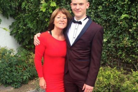 Elliot avec sa mère.