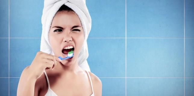 femme-brossage-de-dents