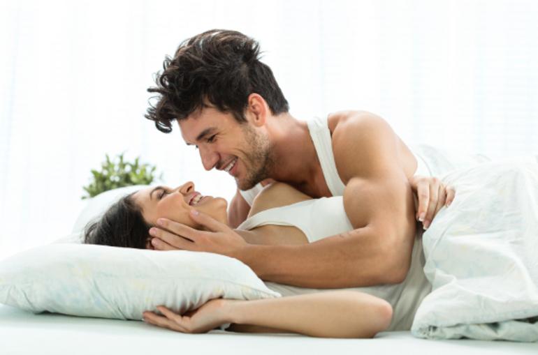 regarder des seins et faire l 39 amour augmente l 39 esp rance de vie des hommes c 39 est une tude qui. Black Bedroom Furniture Sets. Home Design Ideas