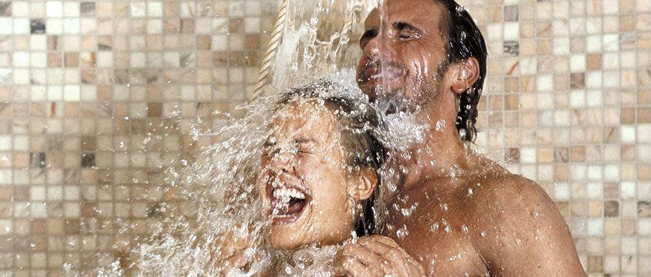 ne faites jamais l 39 amour sous la douche a peut tre tr s dangereux cocktail. Black Bedroom Furniture Sets. Home Design Ideas