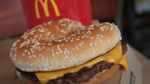 EFFINGHAM, IL - MARCH 30: A Quarter Pounder hamburger is served at a McDonald's restaurant on March 30, 2017 in Effingham, Illinois. McDonald's announced today that it will start making the burger with fresh beef patties instead of the frozen beef that it currently uses. (Photo Illustration by Scott Olson/Getty Images) == FOR NEWSPAPERS, INTERNET, TELCOS & TELEVISION USE ONLY ==
