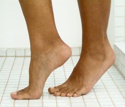 courir-sur-pointe-pieds-mincir-L-Dydnm6