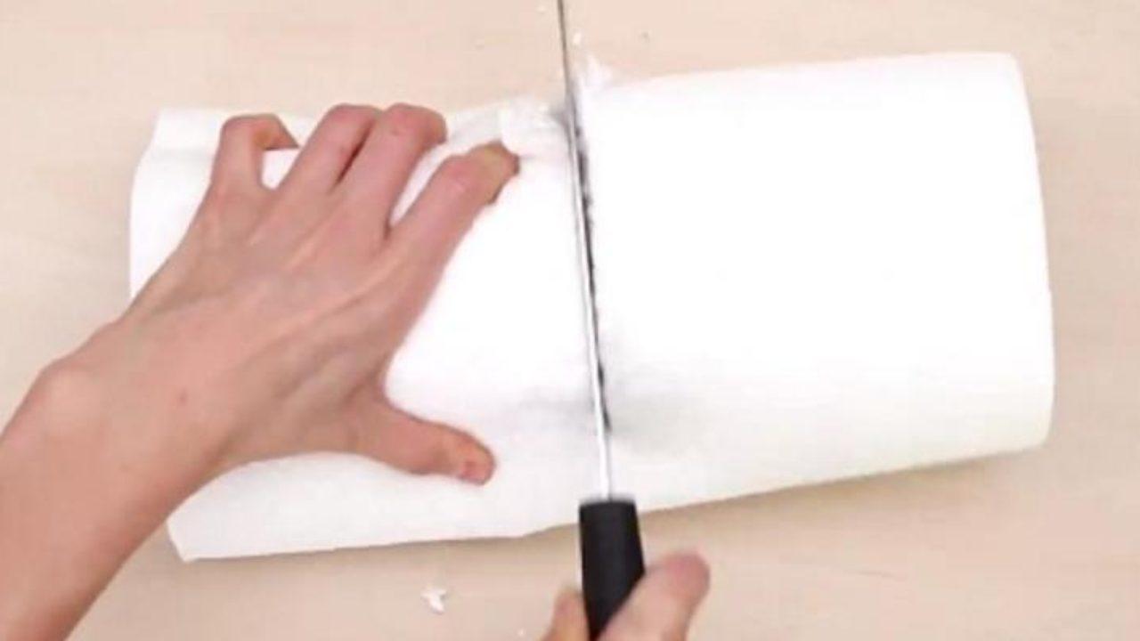 Fabriquer Un Porte Essuie Tout elle coupe un rouleaux de papier essuie-tout en 2! avec