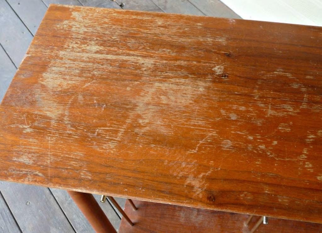 votre meuble en bois est ab m par des gratignures voici comment le remettre neuf cocktail. Black Bedroom Furniture Sets. Home Design Ideas