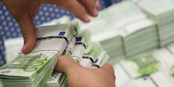 billets-euro-banque-liasse-monnaie-finance-argent-blanchiment-fraude-fisc-impot-patrimoine-especes